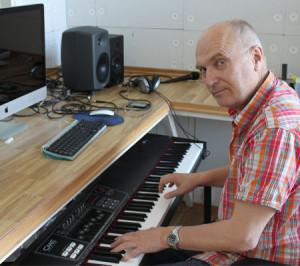 Komponisten Svein Gundersen har laget utallige hits for barn (foto: Kulturværste AS)